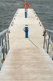 Amarrage en bois pour des yachts Photographie stock libre de droits