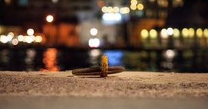 Amarrage rouillé sur un dock Photo libre de droits