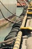 Amarrando navios com pneus Fotografia de Stock Royalty Free