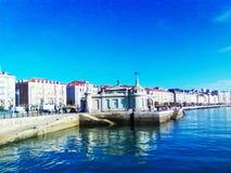Amarrar el 'palacio en el terraplén de la bahía de Vizcaya fotografía de archivo