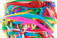 Amarre a tela colorido no santuário da coluna da cidade de Kantharalak Fotografia de Stock Royalty Free