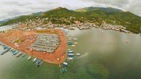 Amarrez à quai avec des bateaux dans la ville de Coron PALAWAN philippines photos libres de droits