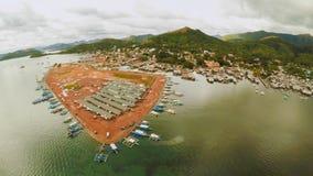 Amarrez à quai avec des bateaux dans la ville de Coron PALAWAN philippines image stock