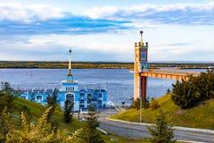 Amarrez le bâtiment à quai dans le Zaimka complexe de touristes près de la ville de Khabarovsk Russie photo stock