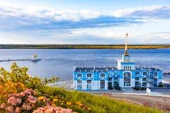 Amarrez le bâtiment à quai dans le Zaimka complexe de touristes près de la ville de Khabarovsk Russie photographie stock