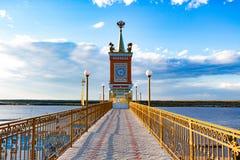 Amarrez le bâtiment à quai dans le Zaimka complexe de touristes près de la ville de Khabarovsk Russie images stock