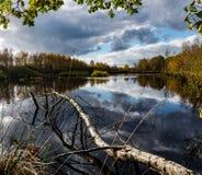 Amarrez le paysage de lac photo stock