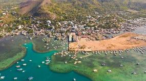 Amarrez ? quai avec des bateaux dans la ville de Coron PALAWAN philippines images libres de droits