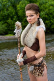 Amasonkvinna på bakgrunden av floden Arkivfoton