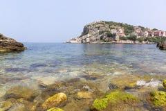 Amasra ? um recurso pequeno e encantador na costa do Mar Negro de Turquia fotografia de stock royalty free