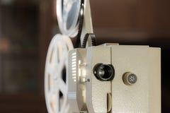 Amatörmässig bio Projektor för 8mm film 60-tal 70-tal, 80-talår Hem- bio Film toppna 8 Arkivbild