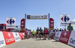 Amatörmässiga cyklister på sänkan de Pailheres Arkivfoto