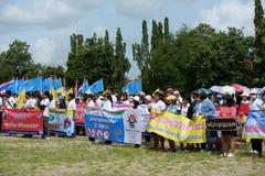 Amatörmässiga idrottsman nen från olika grupper i Pluak Daeng deltog i aktiviteten Arkivbilder