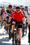 Amateurathleten konkurrieren im Amateurradrennen Lizenzfreie Stockfotografie