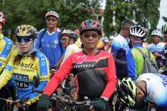 Amateurathleten von den verschiedenen Gruppen in Pluak Daeng nahmen an der Tätigkeit teil lizenzfreies stockbild