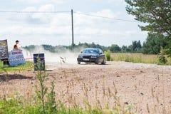 Amatora wiec, droga gruntowa, samochód z jeźdzem Latvia 2018 zdjęcia stock