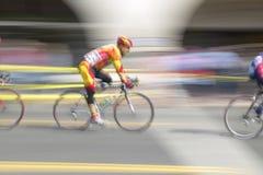 Amatorscy mężczyzna Bicyclists współzawodniczy w Garrett Lemire Prix Pamiątkowym Uroczystym Krajowym Bieżnym obwodzie na Kwietniu Fotografia Royalty Free