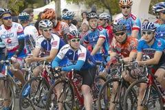 Amatorscy mężczyzna Bicyclists współzawodniczy w Garrett Lemire Prix Pamiątkowym Uroczystym Krajowym Bieżnym obwodzie na Kwietniu Zdjęcie Royalty Free