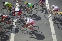 Amatorscy mężczyzna Bicyclists współzawodniczy w Garrett Lemire Prix Pamiątkowym Uroczystym Krajowym Bieżnym obwodzie na Kwietniu Zdjęcia Royalty Free