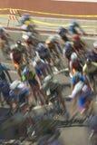 Amatorscy mężczyzna Bicyclists współzawodniczy w Garrett Lemire Prix Pamiątkowym Uroczystym Krajowym Bieżnym obwodzie na Kwietniu Zdjęcie Stock