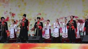 Amatorski chór śpiewa piosenki zbiory