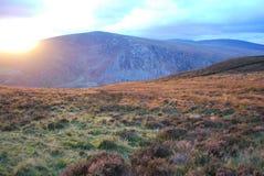 Amaxing a tiré du coucher du soleil de montagne de Wicklow, la plupart des couleurs étonnantes image libre de droits