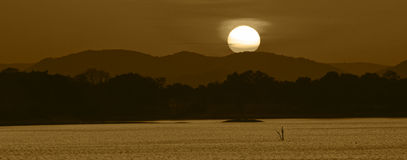 amayalake över solnedgång Royaltyfri Bild