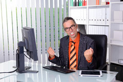 Amazed business man at his desk Royalty Free Stock Image