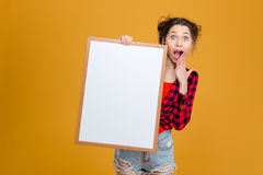 Amazed happy young woman holding blank board Royalty Free Stock Photos