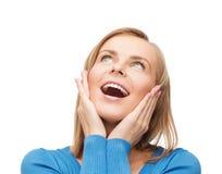 Amazed que ríe a la mujer joven Foto de archivo libre de regalías