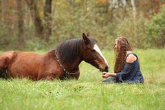 Amazing couple showing natural horsemanship Royalty Free Stock Photos