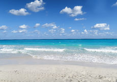 Amazing turquoise Caribbean seascape. Beautiful peaceful exotic seascape on the white beach of Varedero, Cuba, with azure waters of the Atlantic ocean, and Stock Photography