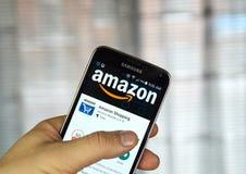 Amazonas app em um telefone celular Fotos de Stock Royalty Free