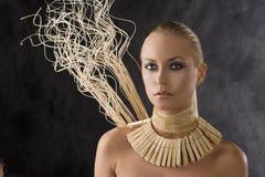 Amazonas-blonde Frau Stockbild