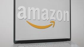 Amazonas-Logo und Laptop Gray Background lizenzfreies stockfoto