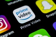Amazone amorcent l'icône visuelle d'application sur le plan rapproché d'écran de l'iPhone X d'Apple Icône d'Amazone PrimeVideo AP Photographie stock libre de droits