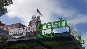 Amazonki świeży pickup przy Starbucks korporacyjnymi kwaterami głównymi obrazy royalty free