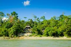 Amazonki Budy z rzeką i błękitny skyes obraz royalty free