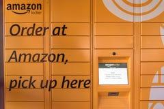 Amazonki szafka przy Whole Foods sklepu wejściem w Houston, Teksas, U Zdjęcie Royalty Free