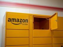 Amazonki szafki lokacja przed lokalnym sklepem obrazy royalty free