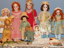 ambachten Antieke poppen bij de 5de Internationale Tentoonstelling van Moskou van Inbare Doll Kunst van Doll Stock Foto's