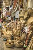 Ambachtsmanden en verscheidene stukken in stro in Aracaju Brazilië royalty-vrije stock foto