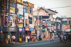 Ambalagonda, Sri Lanka - 02 Luty, 2017: Miarowego jawnego lankijczyka autobusowa przerwa Moring ruch drogowy w mieście Obraz Royalty Free