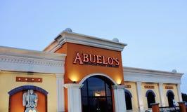 Ambassade mexicaine de nourriture du ` s d'Abuelo au crépuscule image stock