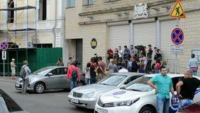 Ambassade van Nederland (Kiev), verslaggevers tijdens gedenkwaardig gedenkteken, stock footage