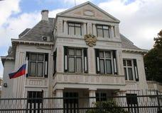 Ambassade van Rusland in de stad van Den Haag waar alle diplomaten in Nederland werken stock afbeeldingen