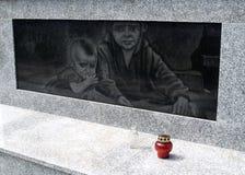 AMBER, ΡΩΣΙΑ Μια μαρμάρινη επιτροπή πετρών στο ολοκαύτωμα βάσης μνημείων στοκ εικόνες