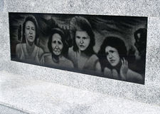 AMBER, ΡΩΣΙΑ Μια μαύρη επιτροπή πετρών στο ολοκαύτωμα βάσης μνημείων στοκ εικόνα
