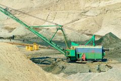 Amber bovengrondse mijnbouw in Yantarny, Rusland Stock Foto