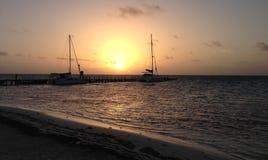 Amber Caye-Sonnenaufgang über Dock Stockbilder